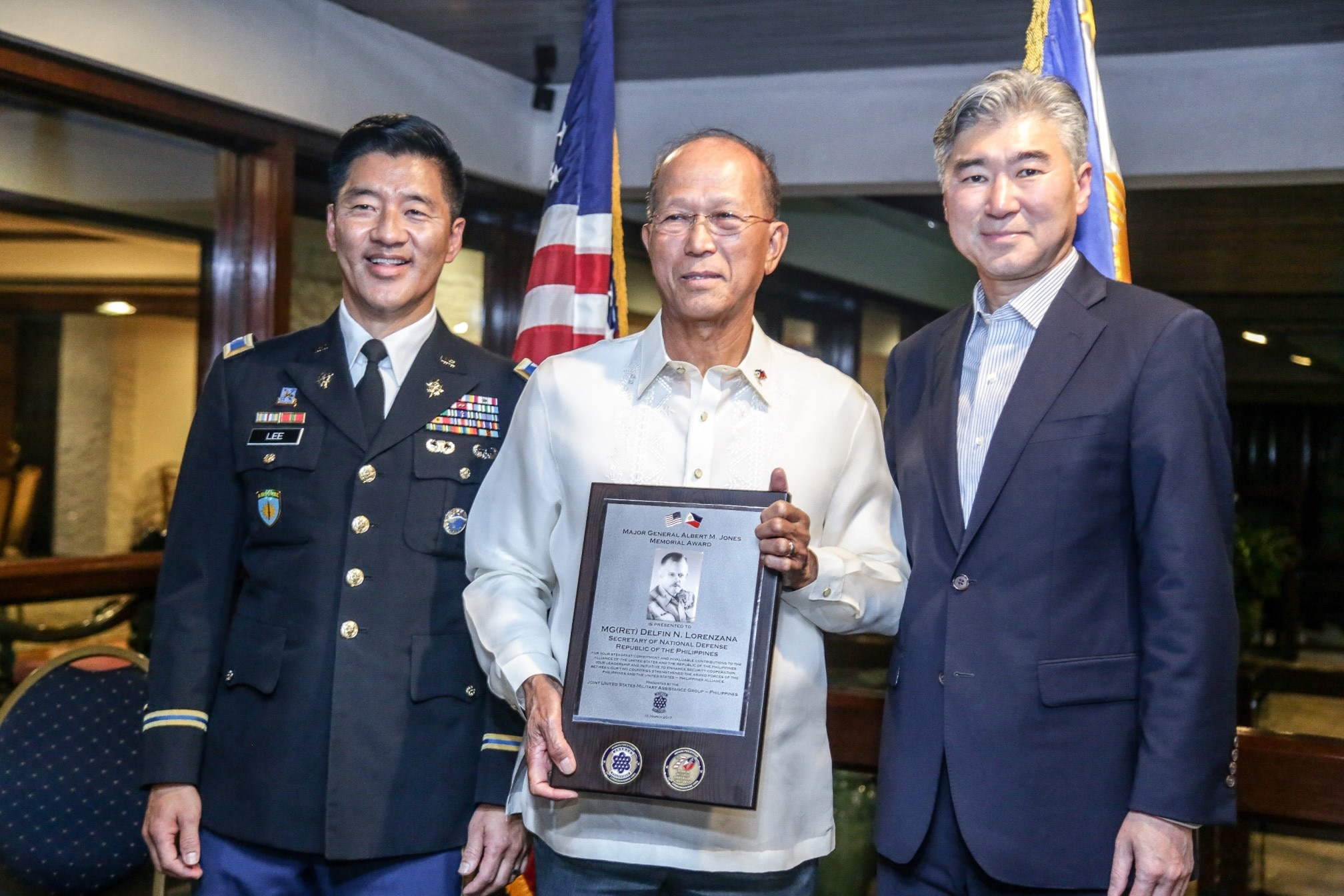 Ambassador Sung Y. Kim and Col. Ernest C. Lee present the Major General Albert Jones Memorial Award to Philippine Secretary of National Defense N. Delfin Lorenzana at the Joint U.S. Military Assistance Group's 70th anniversary celebration hosted at the U.S. Chief of Mission residence.